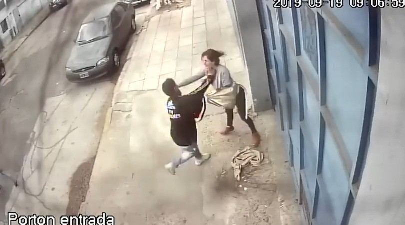Video: violento robo a una nutricionista en Barracas